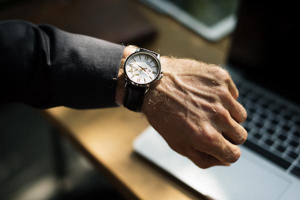 腕時計型麻酔銃、電気ショックガム……憧れたスパイ・探偵グッズ
